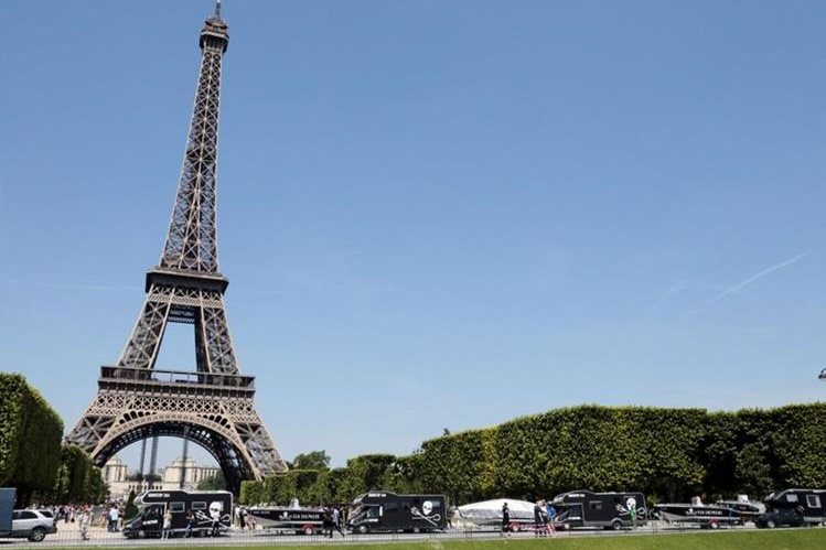 La torre es un icono de París y uno de los lugares más visitados.