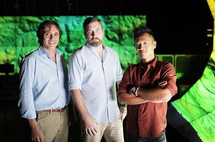 Los exploradores Francisco Estrada-Belli, Thomas Garrison y Albert Lin participan en el documental. (Foto Prensa Libre: National Geographic)